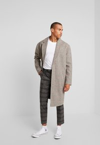 Twisted Tailor - FEVER TROUSER - Spodnie materiałowe - grey - 1