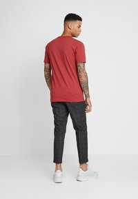 Twisted Tailor - TAYLOR TROUSER - Spodnie materiałowe - brown - 2