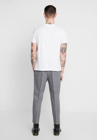 Twisted Tailor - CRAHAN TROUSER - Stoffhose - grey - 2