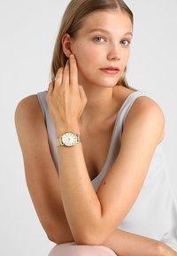 Timex - SKYLINE - Watch - gold-coloured - 0