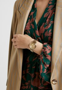 Timex - WOMEN S MODEL - Hodinky - gold-coloured - 0