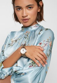 Timex - WOMENS MODEL MOP DIAL BRACELET - Watch - rose gold-coloured - 0