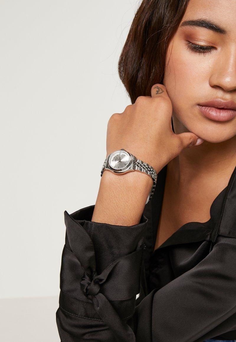 Timex - WATERBURY DIAL BRACELET - Hodinky - silver-coloured