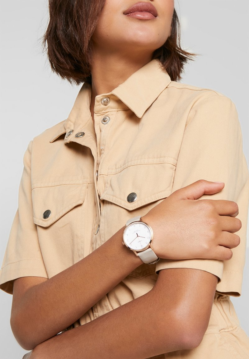 Timex - WOMENS WATERBURY CASE DIAL - Hodinky - tan