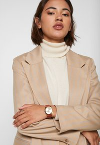 Timex - MILANO CASE DIAL STRAP - Watch - burgundy - 0