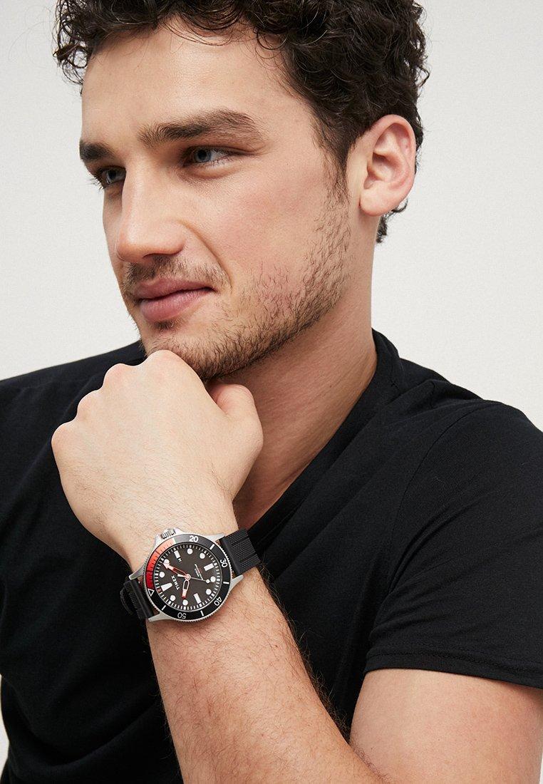 Timex - ALLIED COASTLINE 43 mm - Uhr - black/red