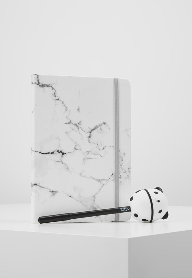 JOURNAL NOVELTY JOURNAL SLOTH PEN SET - Accessoires - Overig - marble with grey elastic