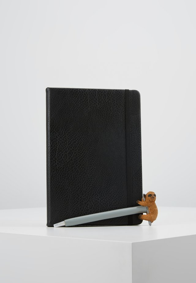 JOURNAL NOVELTY JOURNAL SLOTH PEN SET - Övrigt - black