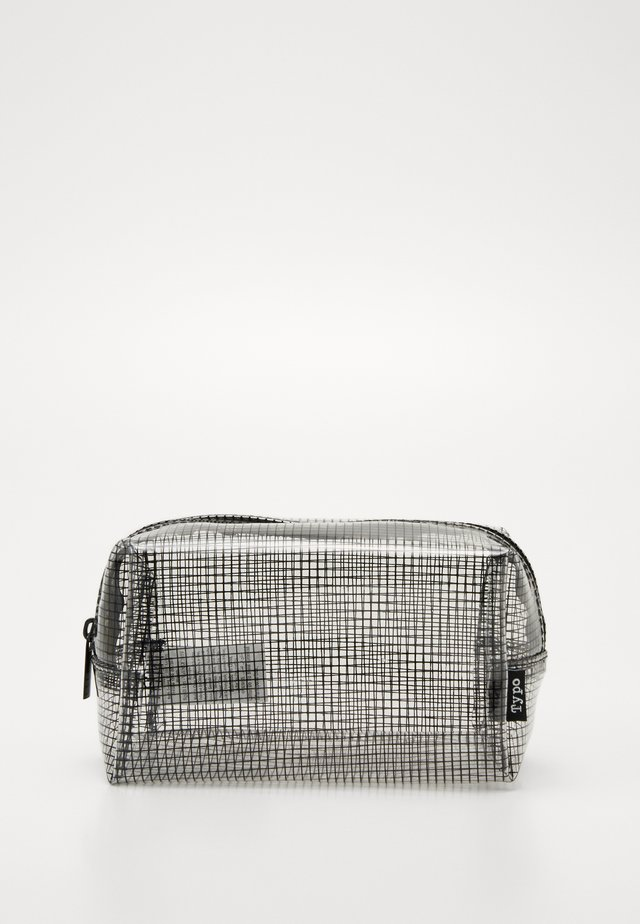 IN THE CLEAR PENS & PENCIL CASE PACK SET - Pencil case - clear