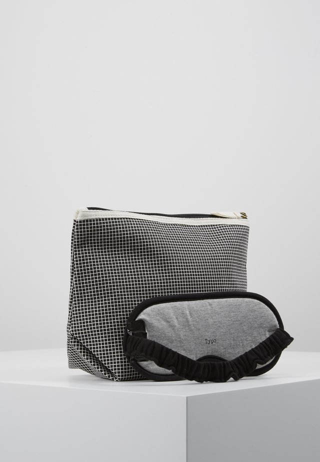 TRAVEL POUCH PREMIUM EYEMASK SET - Toilettas - black grid/grey