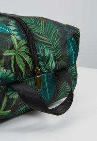 TYPO - LUGGAGE PACKING CELLS SET - Příruční zavazadlo - black/palm - 11