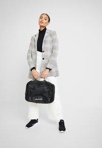TYPO - LUGGAGE PACKING CELLS SET - Příruční zavazadlo - black/palm - 9