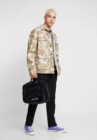 TYPO - LUGGAGE PACKING CELLS SET - Příruční zavazadlo - black/palm - 1