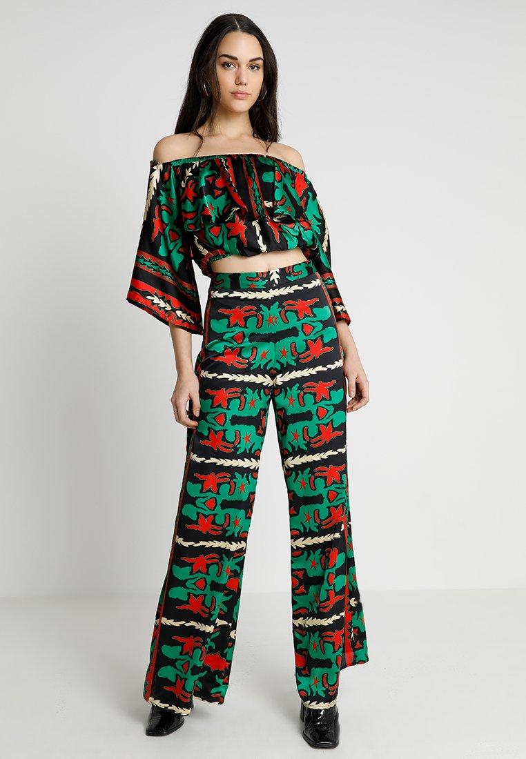 U Collection by Forever Unique - SET - Pantalon classique - green/red
