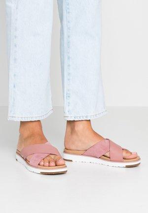 KARI - Pantofle - pink dawn