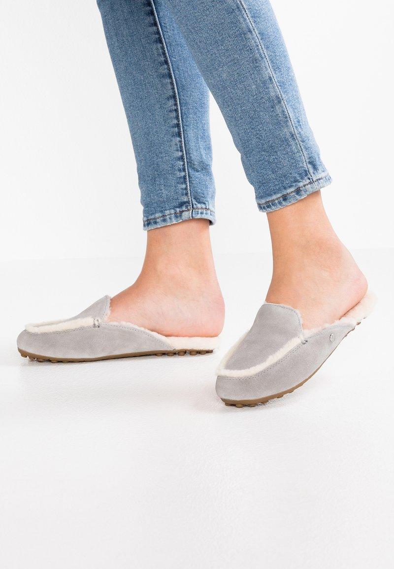 UGG - LANE - Slippers - sel