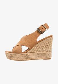 UGG - HARLOW - Sandalen met hoge hak - chestnut - 1