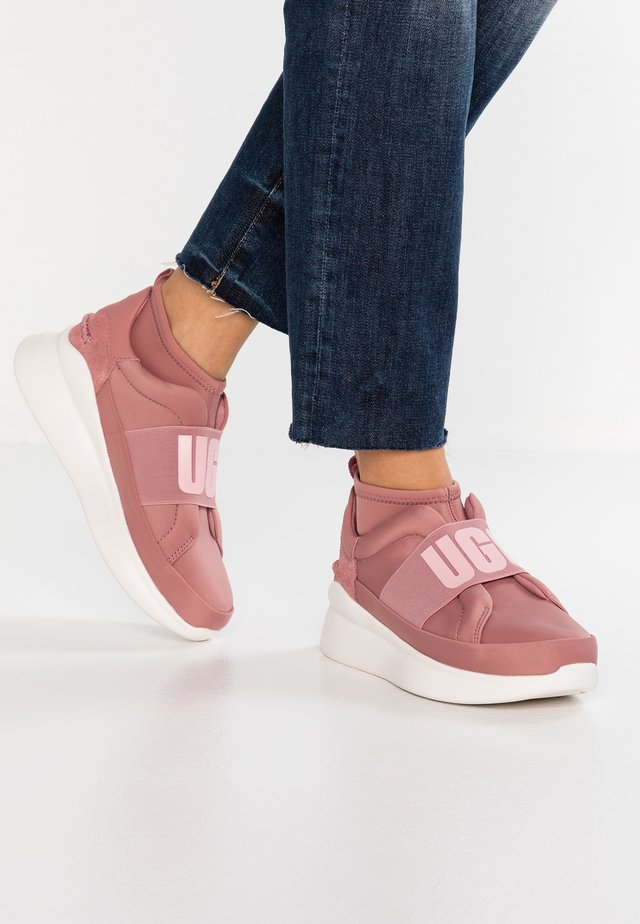 NEUTRA - High-top trainers - pink dawn