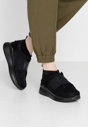 NEUTRA - Høye joggesko - black