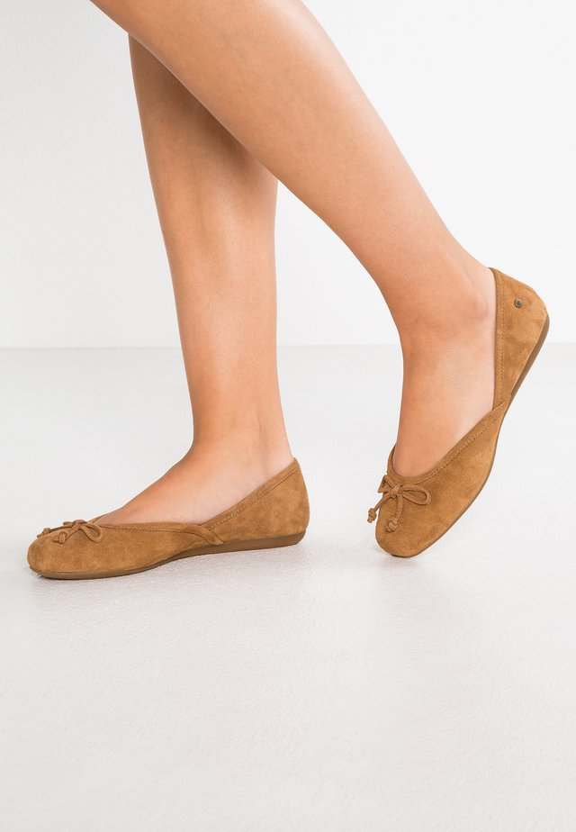 LENA FLAT - Ballet pumps - chestnut