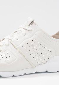 UGG - TYE - Sneakers laag - white - 2