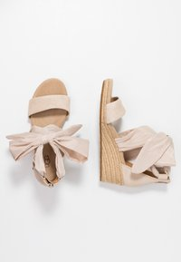 UGG - TRINA - Sandales à plateforme - nude - 3
