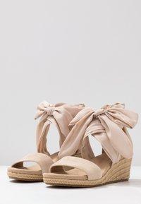 UGG - TRINA - Sandales à plateforme - nude - 4