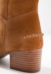UGG - ARANA - Vysoká obuv - chestnut - 2