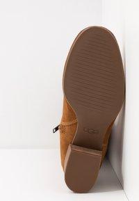 UGG - ARANA - Vysoká obuv - chestnut - 6