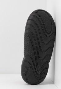 UGG - LA CLOUD  - Sandalias con plataforma - black - 6