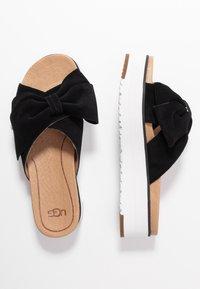 UGG - JOANIE - Pantofle na podpatku - black - 3