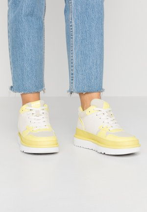 HIGHLAND - Sneakersy wysokie - yellow