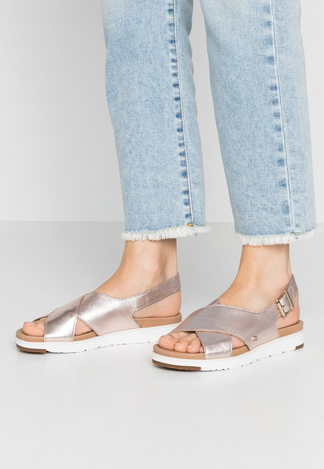 KAMILE - Sandalen - blush metallic
