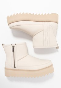 UGG - CLASSIC REBEL BIKER MINI - Platform ankle boots - bone - 3