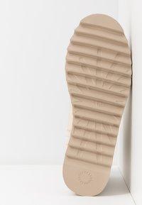 UGG - CLASSIC REBEL BIKER MINI - Platform ankle boots - bone - 6
