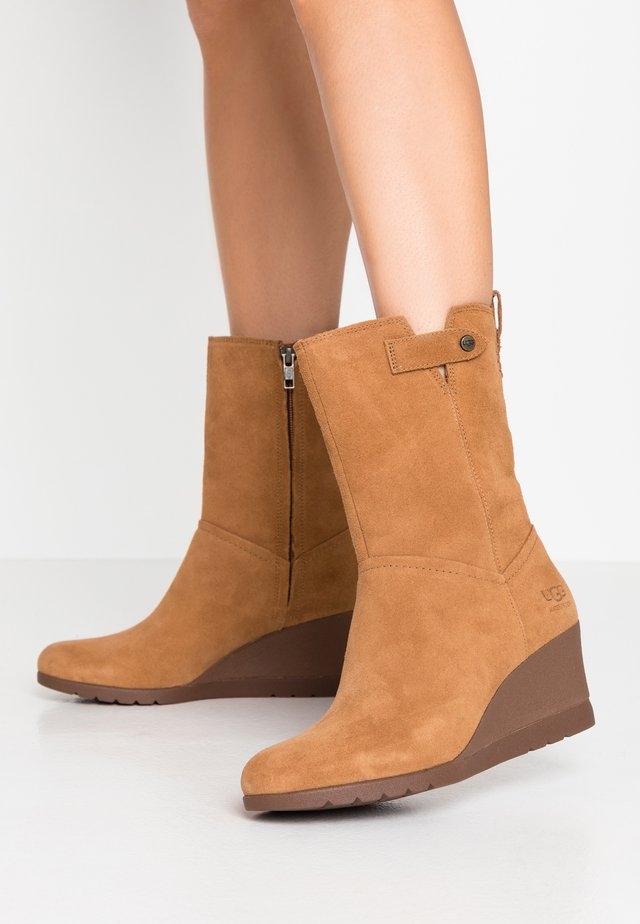 POTRERO - Wedge Ankle Boots - chestnut