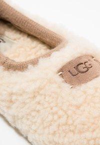 UGG - BIRCHE - Slippers - natural - 5