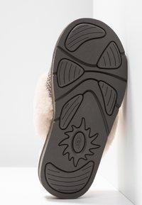 UGG - COZY - Pantoffels - charcoal - 6