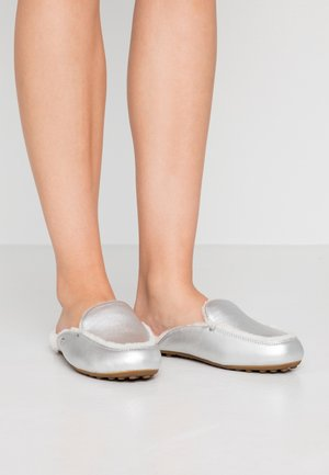 LANE METALLIC - Slippers - silver