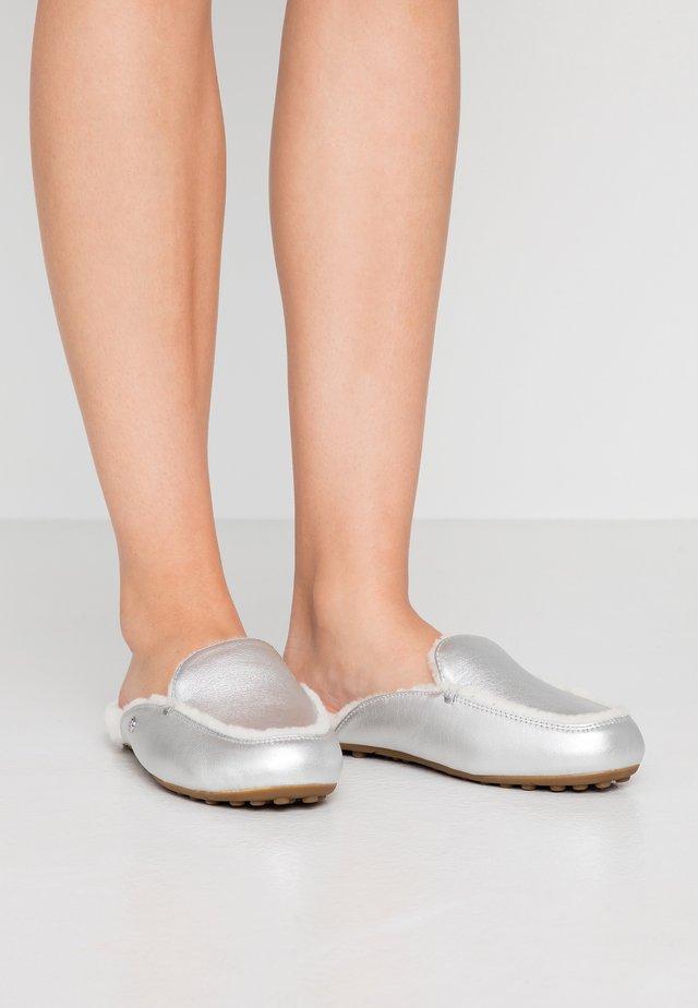 LANE METALLIC - Slippers - silver