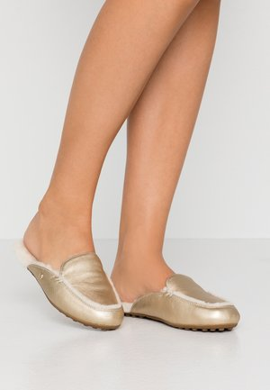 LANE METALLIC - Pantofole - gold
