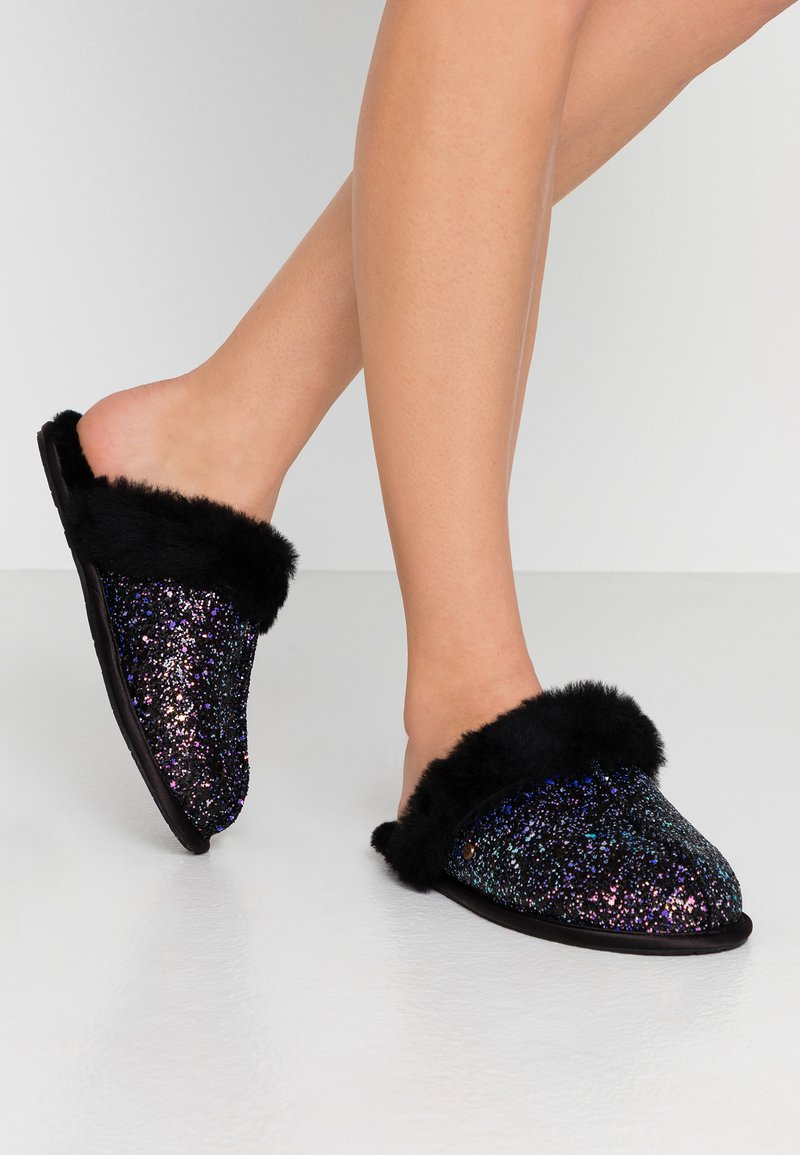 UGG - SCUFFETTE II COSMOS - Slippers - black