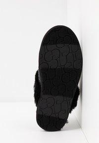 UGG - SCUFFETTE II COSMOS - Slippers - black - 6