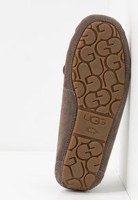 UGG - DAKOTA - Domácí obuv - mole - 6