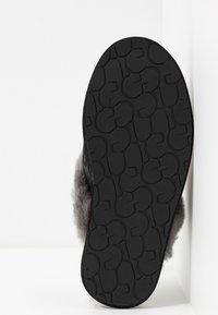 UGG - SCUFFETTE II SPARKLE GRAFFITI - Slippers - black - 6