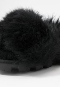 UGG - FUZZALICIOUS - Slippers - black - 2