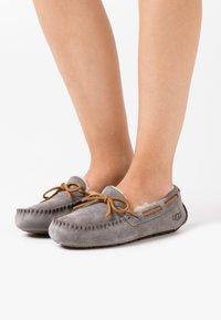 UGG - DAKOTA - Slippers - pewter - 0