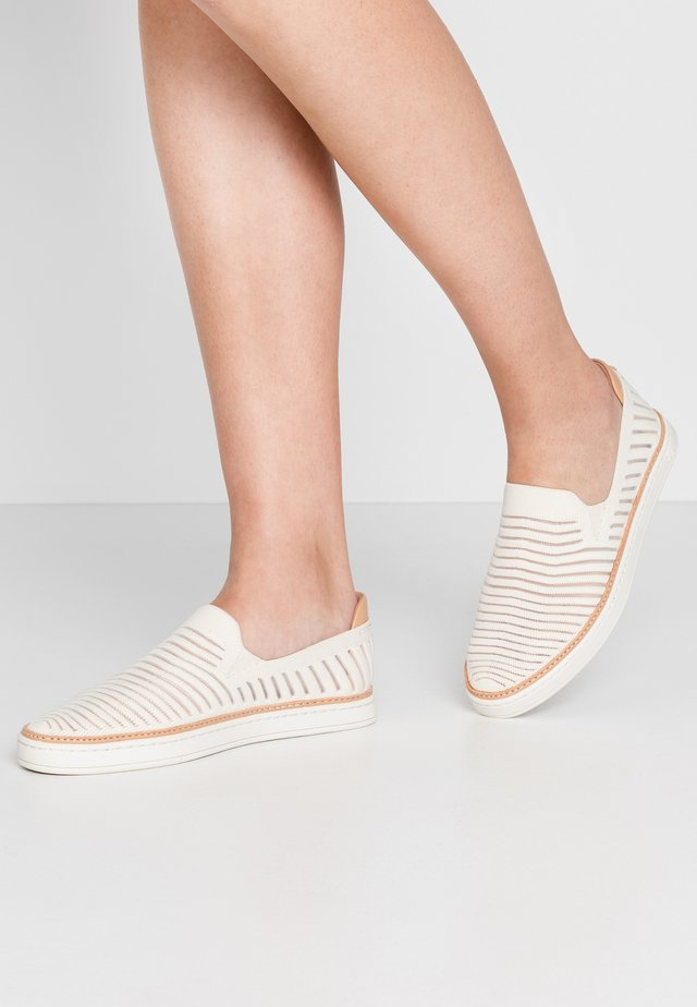 SAMMY BREEZE - Loaferit/pistokkaat - offwhite