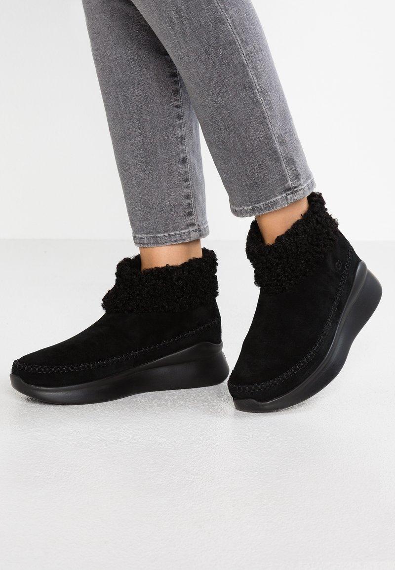 UGG - MONTROSE - Ankelstøvler - black