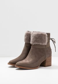 UGG - KIRKE - Classic ankle boots - mole - 4